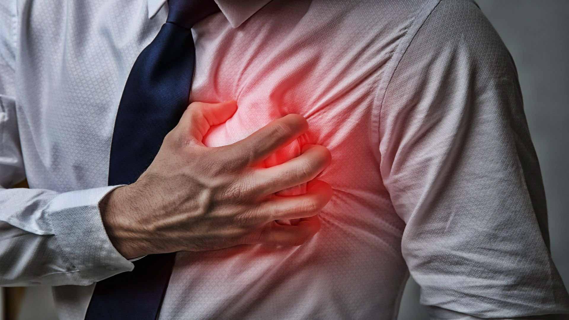 Кардиолог назвал симптомы, указывающие на сердечный приступ