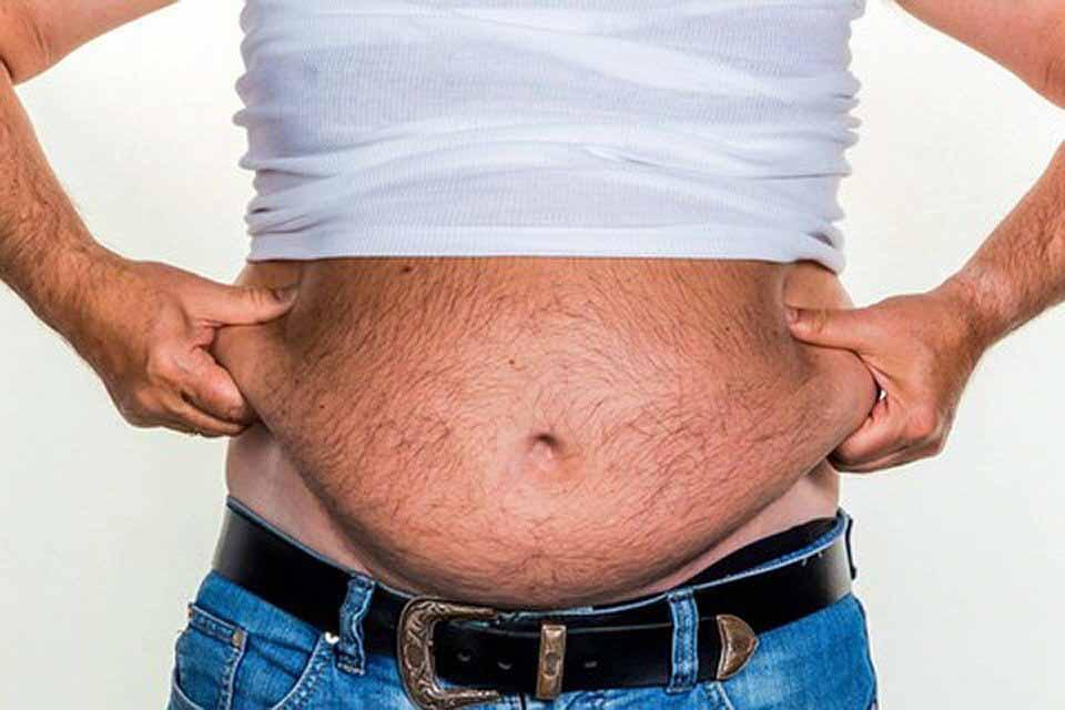 «Пивной живот» - признак мужской менопаузы? Врачи раскрыли секрет болезни