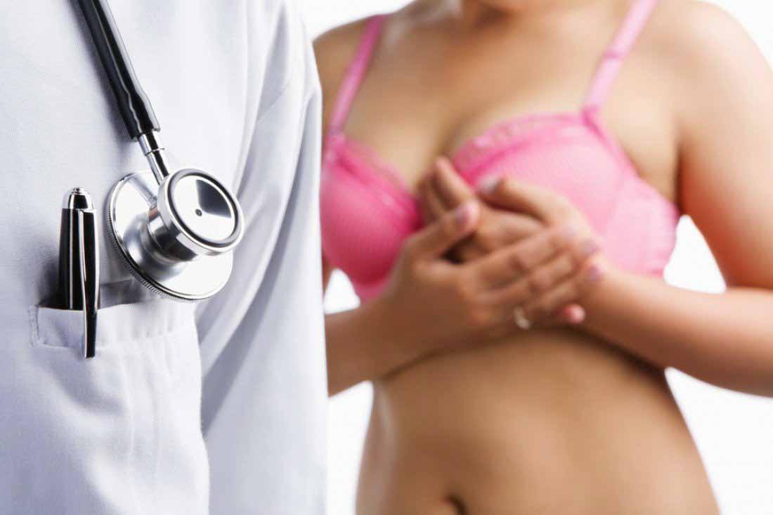 Боль в подмышках означает рак? Врачи назвали скрытый симптом рака молочной железы
