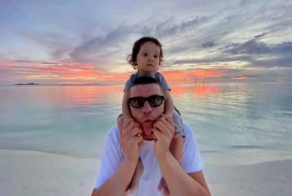Музыкант обожает сына
