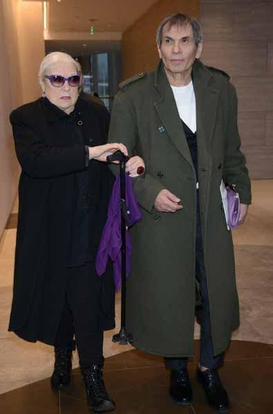 Бари Алибасов поддерживает свою супругу в трудный для нее период