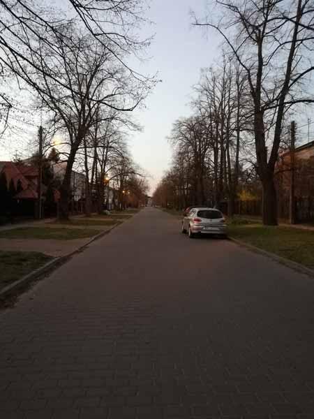 12 апреля поляки, очень религиозная нация, праздновали Пасху. У них было три выходных. Так выглядели улицы