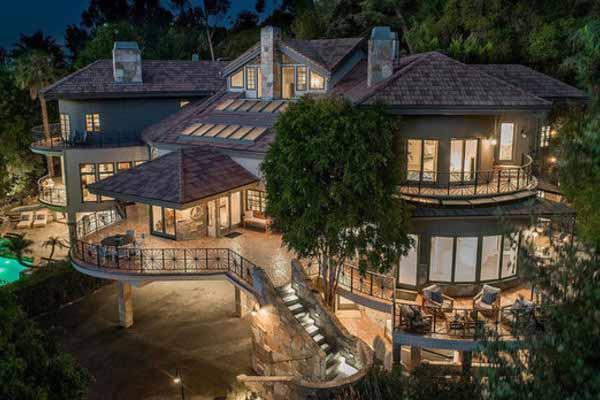 Селена купила дом в Лос-Анджелесе