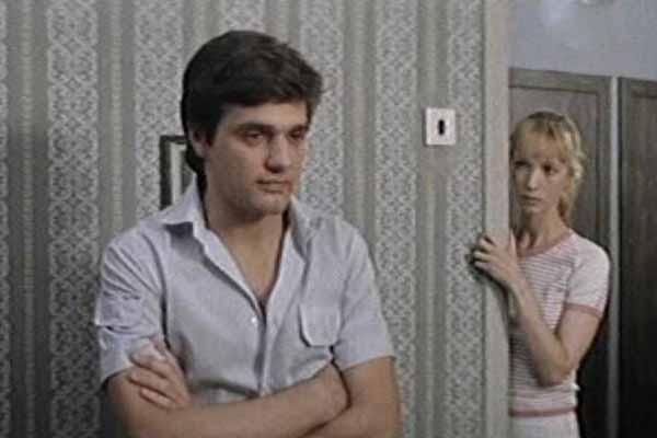 Актер сыграл свою дебютную роль в фильме в фильме «Я все еще люблю, я все еще надеюсь»