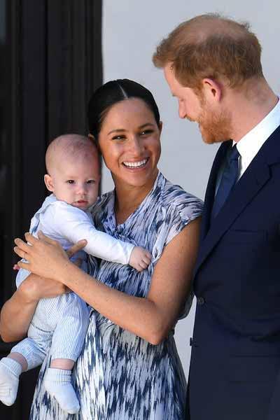 Принц Гарри вылетел в Лондон без жены и сына