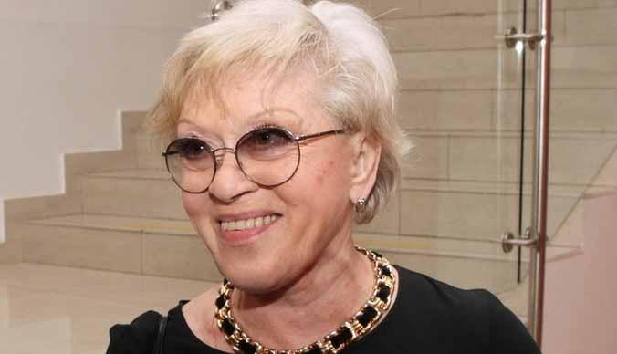 85-летняя Алиса Фрейндлих освоила самоизоляцию по видеосвязи