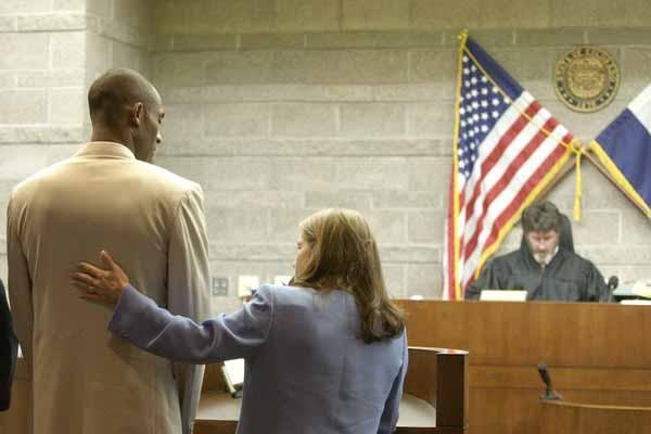 Брайанта обвиняют в изнасиловании 19-летней Кейтлин