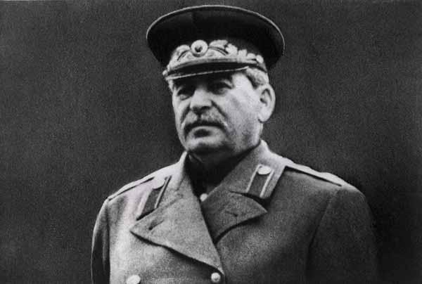 У Сталина было трое естественных детей и один приемный.