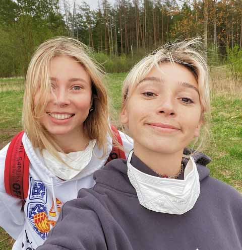 Юлия Коваль и Настя Ивлеева