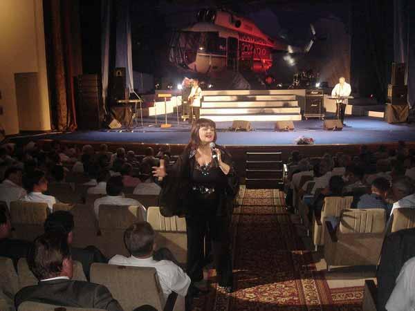 Звезда 70-х часто участвует в творческих вечерах и фестивалях.