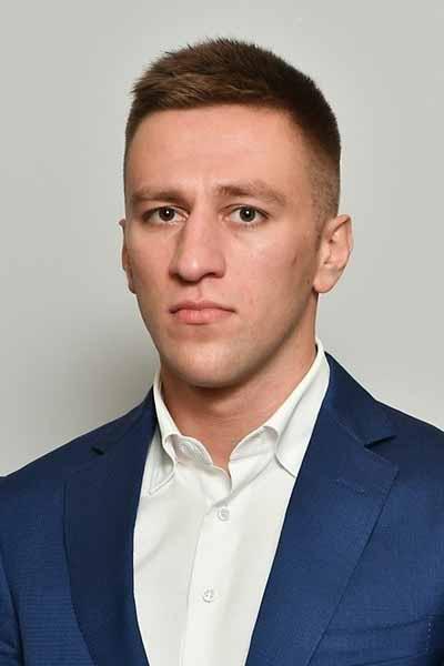 Денис Бажаев скрывает личную жизнь