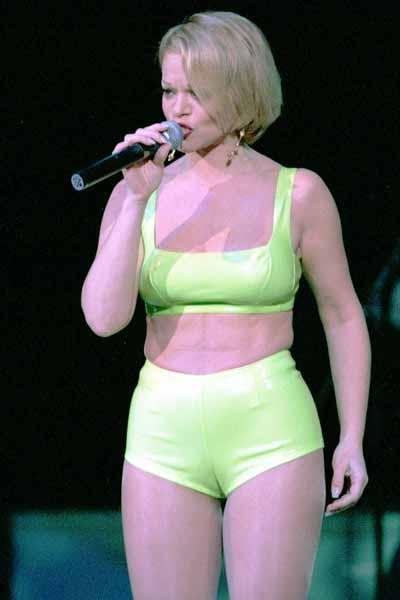 С самого начала карьеры артистка отчаянно боролась с лишним весом.