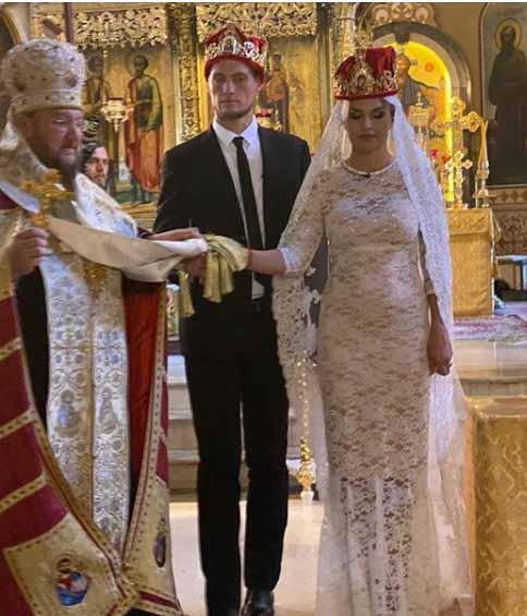 Пара поженилась через пять месяцев после свадьбы
