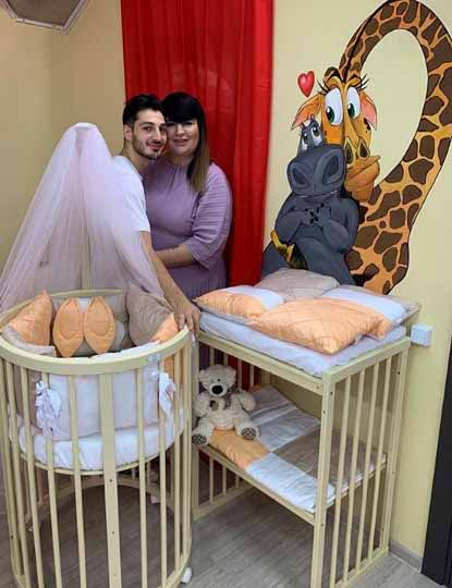 Пара впервые стала родителями в конце июля.