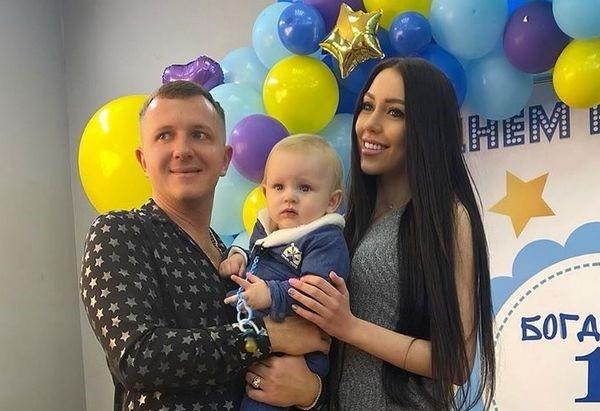 Илья Яббаров и Алена Рапунцель с сыном Богданом