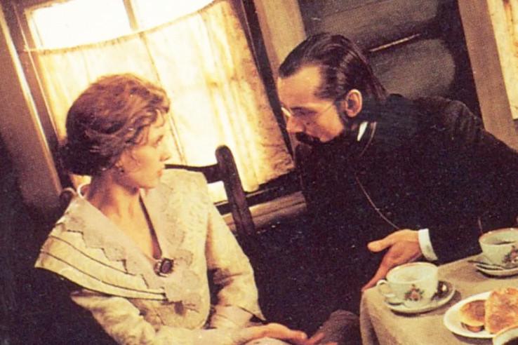 В студенческие годы актер познакомился с Еленой Яковлевой, а спустя годы снялся со своей бывшей возлюбленной.