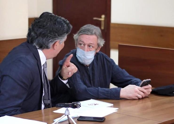 По слухам, Пашаев предлагал актеру дать взятку свидетелям.