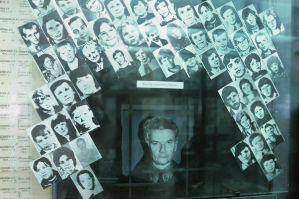 Маньяк не только убил по разным данным от 43 до 53 человек, но и косвенно уничтожил их семьи.