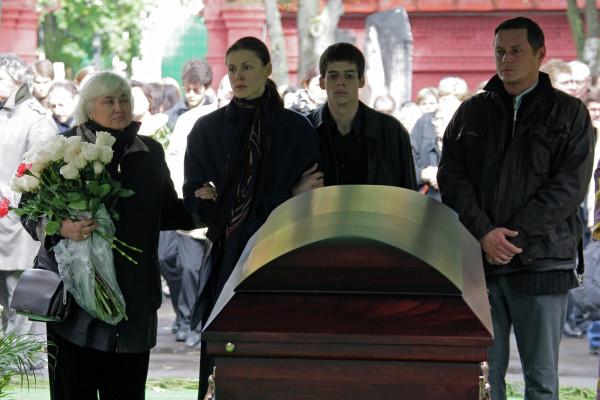 В 2009 году Владимир Дыховичный потерял отца.
