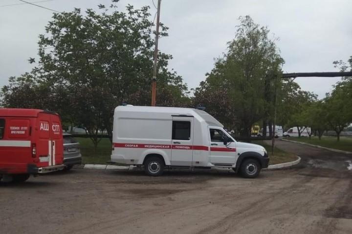 Некоторые из рабочих были доставлены в больницы.