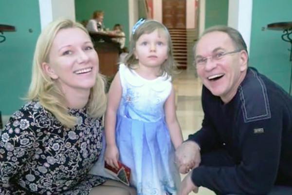 Несмотря на развод, Алексей продолжал общаться с дочерью Натальей.