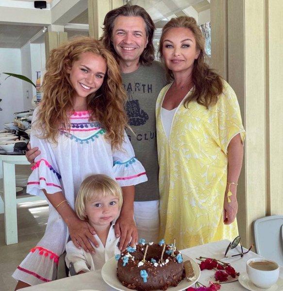 Семья отмечает день рождения Марка Фото: Instagram @steshamalikova