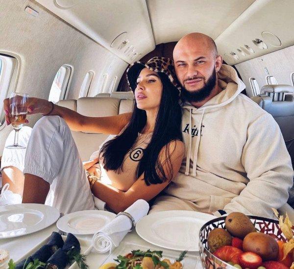 Оксана Самойлова и Джиган летят отдыхать Фото: @samoylovaoxana