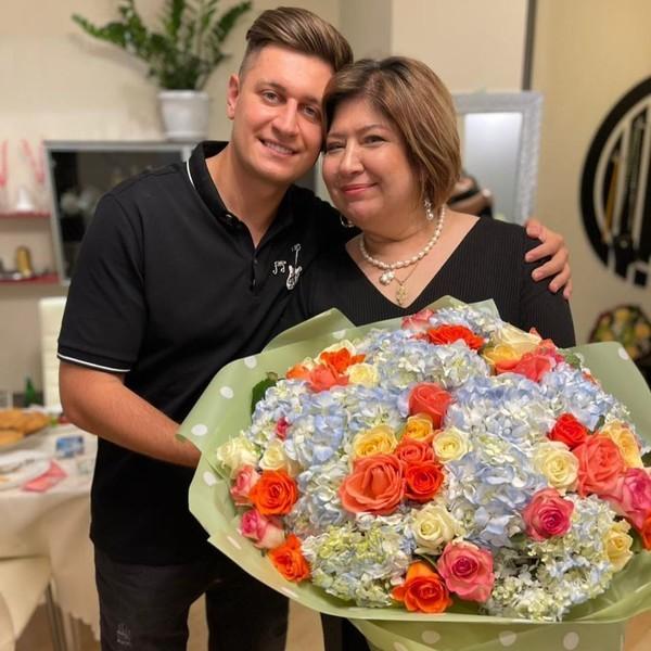 Давид Манукян с мамой