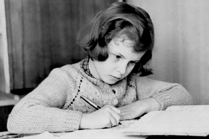 Валентина прилежно училась и любила читать произведения Пастернака, Цветаевой и Набокова.