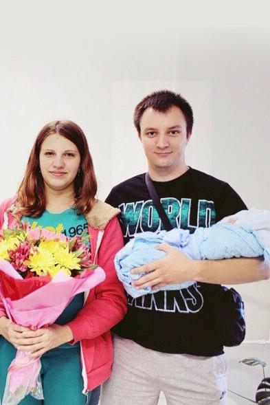 Как рассказали соседи, Максим и Елена приехали в Москву на свадьбу родственников.