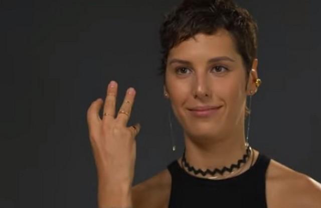 Ирина показала свое обручальное кольцо