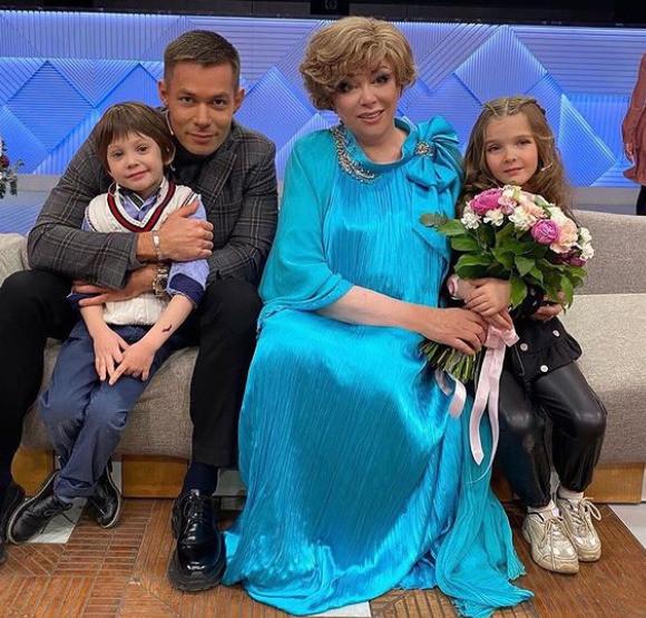Стас очень гордится своим сыном, как и его знаменитая бабушка
