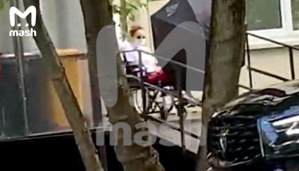 Певец Максим выписан из больницы