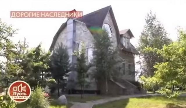 Стефанович любил это место, и соседи любили его.