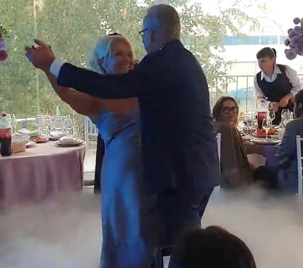 Недавно мама Дарьи вышла замуж за звезду НТВ Андрея Норкина.