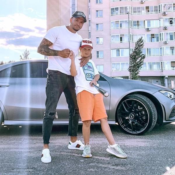Мальчик часто видится с отцом после развода родителей