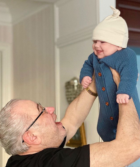 75-летний Петросян счастлив как отец